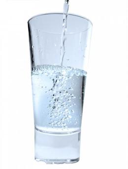 hur mycket vatten består människan av